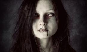 Мертвая девушка пришла за своим кулоном