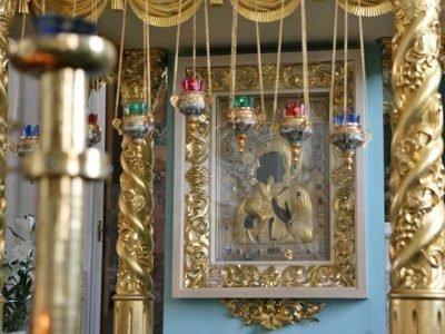Старинная икона Федоровская в храме