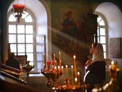 Чтение молитвы Иисусу Христу в храме