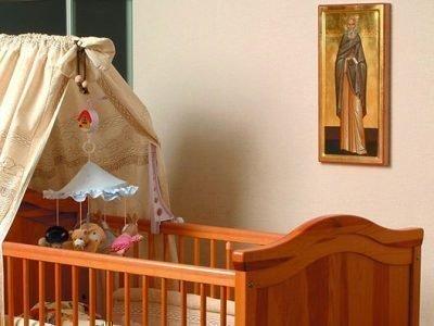 Молитва Николаю Чудотворцу, икона над кроваткой