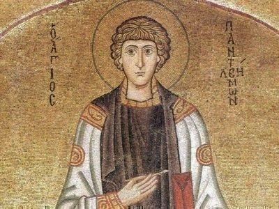 Старинная фреска с портретом св. Пантелеймона