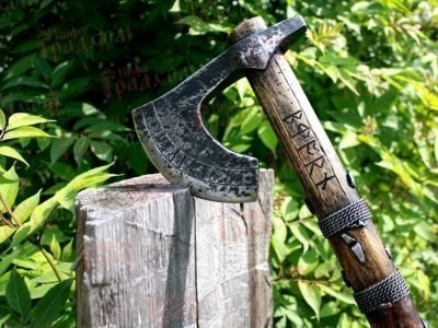Топор викингов с рунами