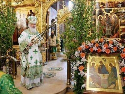 Освящение зелени в храмах на Троицу