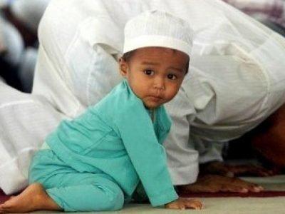 Ребенок в мечети