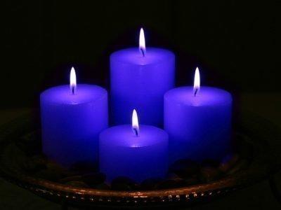 Синие свечи для выполнения мудры Шунья