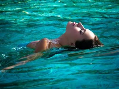 Плавать во сне в волнах - к беременности
