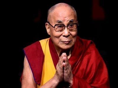 Далай лама молится от коронавируса