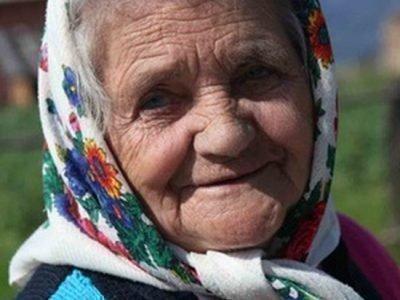 Разноцветный платок на покойнике